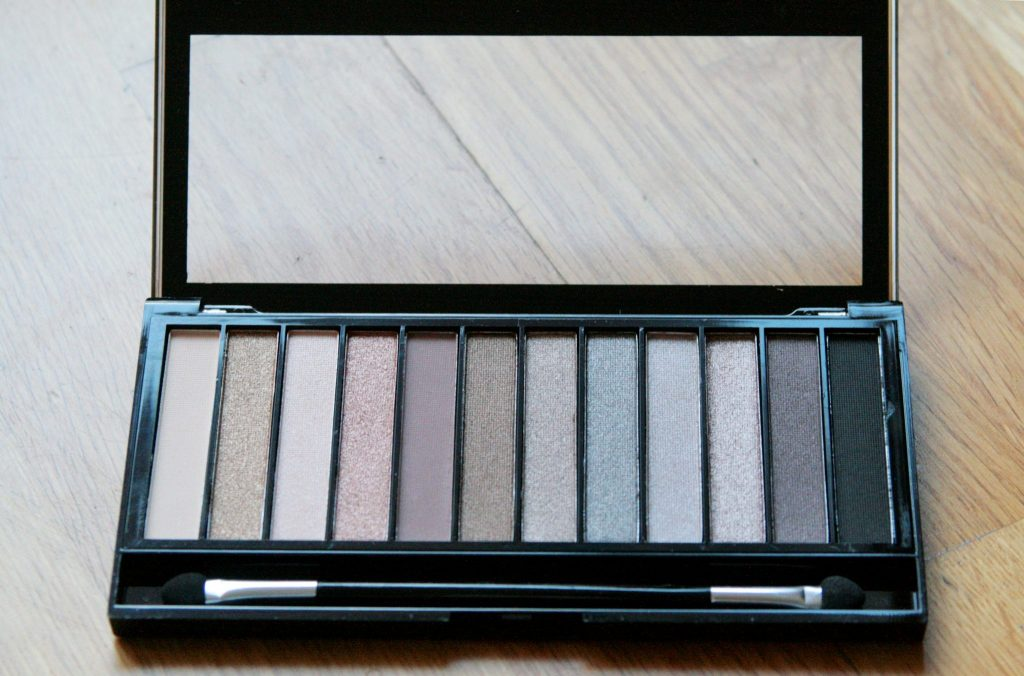 naked palette dupe urban decay, hourglass ambient lighting highlighter dupe. makeup, eyeshadow, highlight. Superdrug makeup revolution brand. Beauty. Manchester based fashion and lifestyle blog.