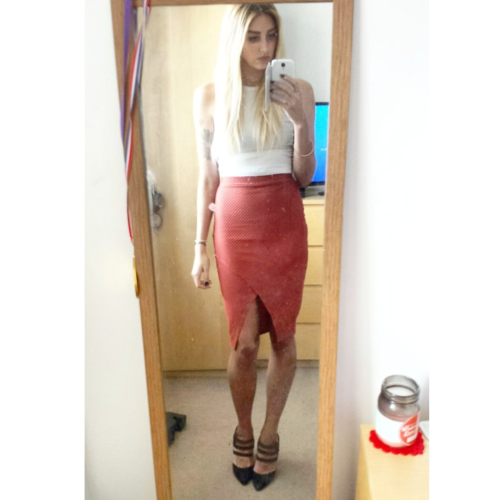 Manchester based fashion and lifestyle blogger. Restaurant review - san carlo fumo. Italian food, pizza, bruschetta, calamari, bolognese, tuna, affogato, tapas. Missguided, ootd, wiwt, fbblogger, bblogger, miss selfridge, new look. Midi skirt, crop top, heels.