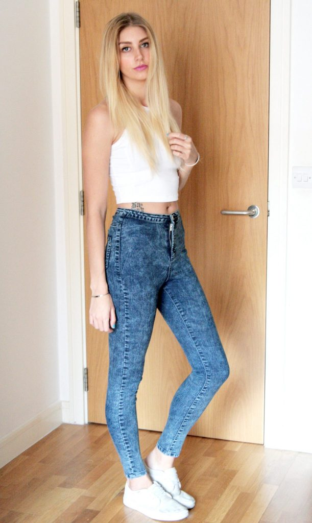 Manchester based fashion and lifestyle blog. miss  selfridge crop top, primark high wasited jeans, vans white pumps.