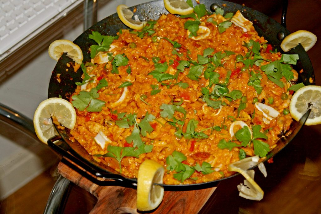 Laura Kate Blog. Manchester based fashion and lifestyle blogger. Recipes for a dinner party: perfect party paella.