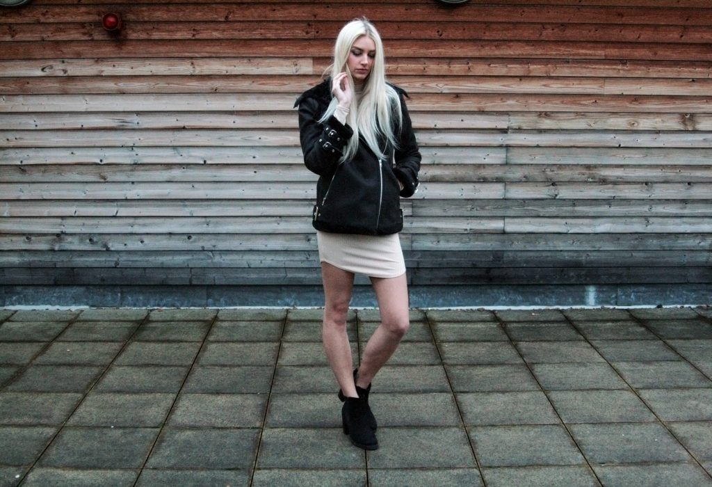 Laura Kate Lucas - Manchester based fashion and lifestyle blog. Missguided nude dress and aviator jacket outfit.