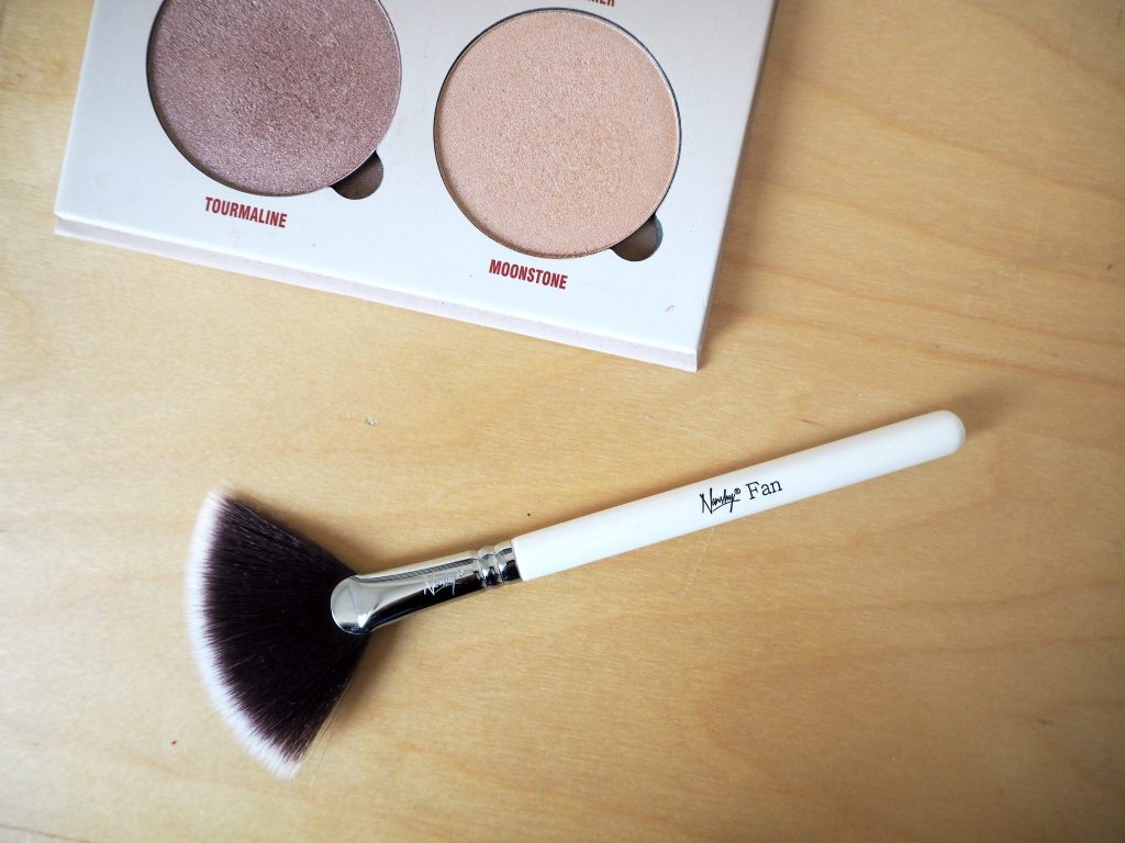 Nanshy fan brush - highlighter makeup brush product review