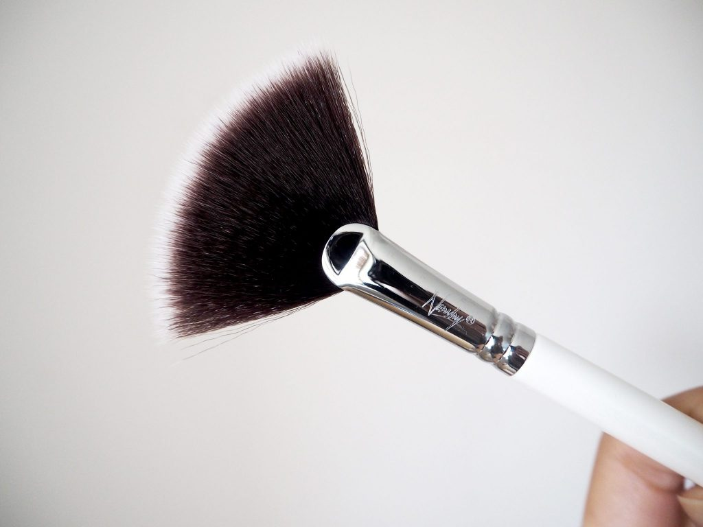 Nanshy fan brush - highlighter makeup brush product review
