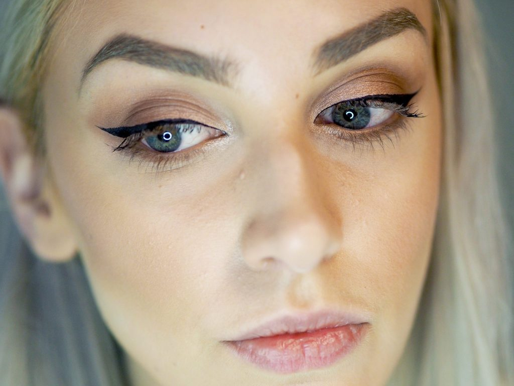 Laura Kate Lucas - Manchester based Fashion, Beauty and Lifestyle blogger. Makeup Tutorial and Pebble Grey Mirror Review