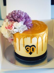 Laura Kate Lucas - Manchester Lifestyle and Fashion Blogger - Cake Baking and How to Decorate - Gold Drip Layer Cake with Flowers