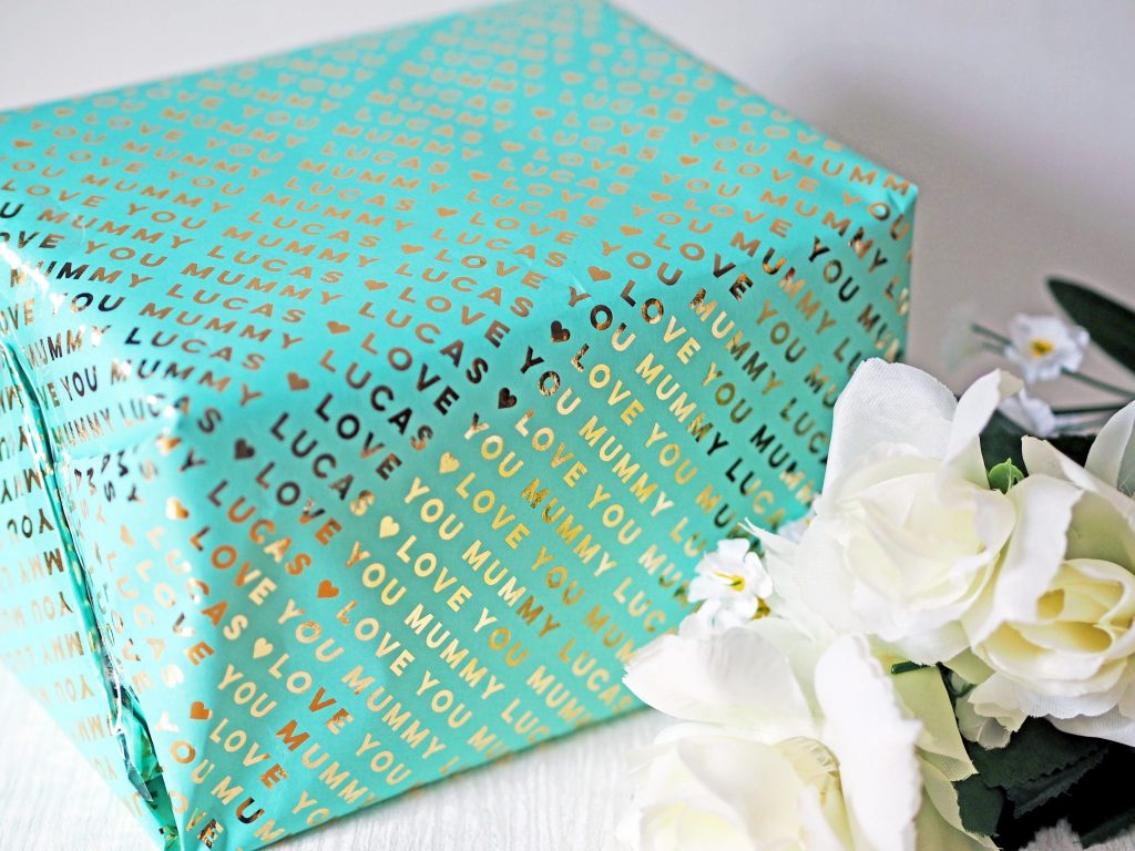 Laura Kate Lucas - Manchester Fashion, Lifestyle and Fitness Blogger | Mother's Day Gift Guide Wrapping Paper Inspo - Pretty Gifted