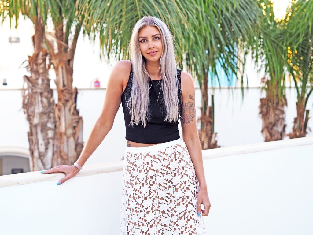 Laura Kate Lucas - Manchester Fashion, Travel and Lifestyle Blogger | Missguided Lace Midi Skirt Outfit