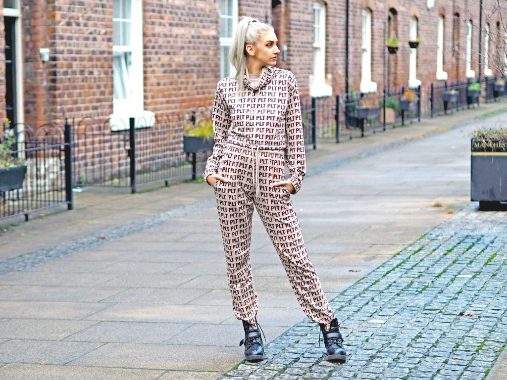 Laura Kate Lucas - Manchester Fashion, Fitness and Travel Blogger | Pretty Little Thing Activewear Logo Joggers and Cropped Hoodie Co-ord
