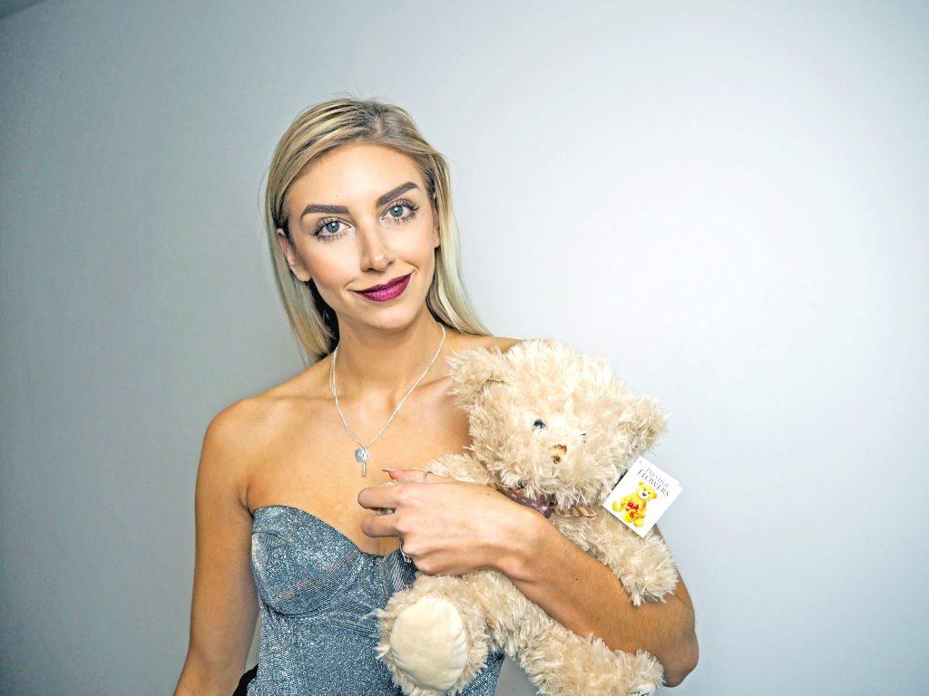 Laura Kate Lucas - Manchester Liestyle, fashion and Wedding blogger   Prestige Flowers Luxury Bouquet - Valentine's Gift Ideas