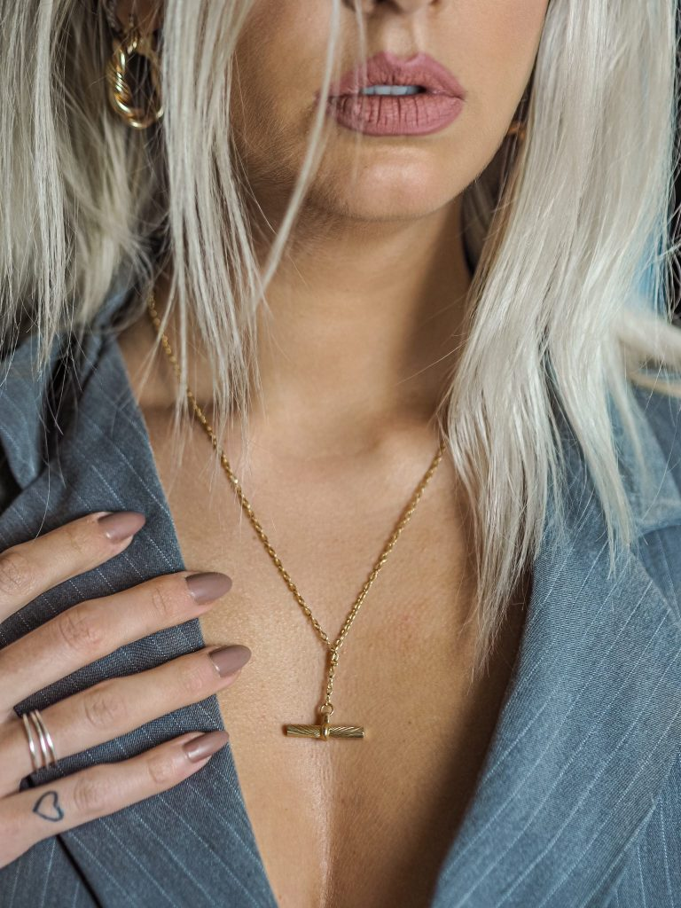 Laura Kate Lucas - Manchester Fashion, Lifestyle and Beauty Blogger | Daisy Jewellery Estée Lalonde T Bar Necklace