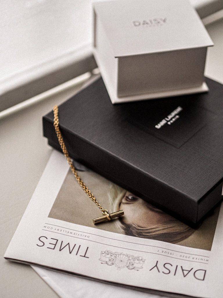 Laura Kate Lucas - Manchester Fashion, Lifestyle and Beauty Blogger | Daisy Jewellery Estée Lalonde T Bar Necklace