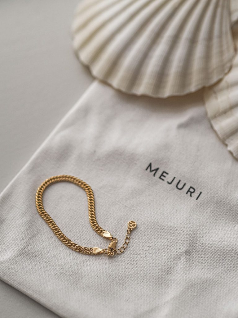 Laura Kate Lucas - Manchester Fashion, Beauty and Lifestyle Blogger | Mejuri Jewellery Gold Bracelet