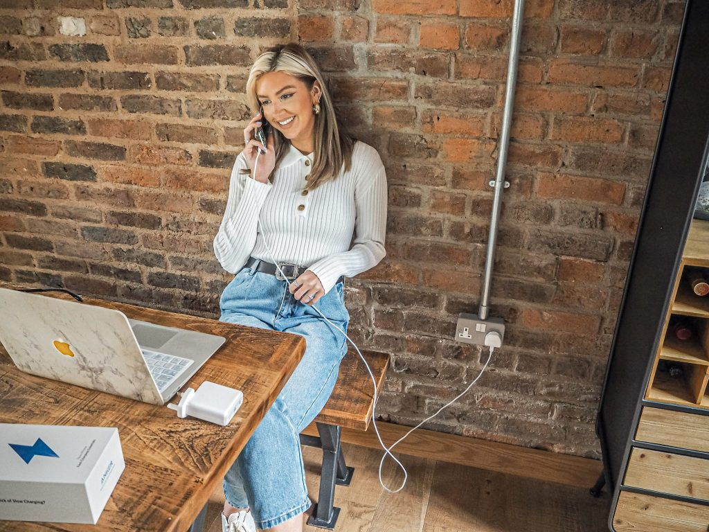 Laura Kate Lucas - Manchester Fashion, Lifestyle and Technology Blogger | Fast Charging with Anker Nano