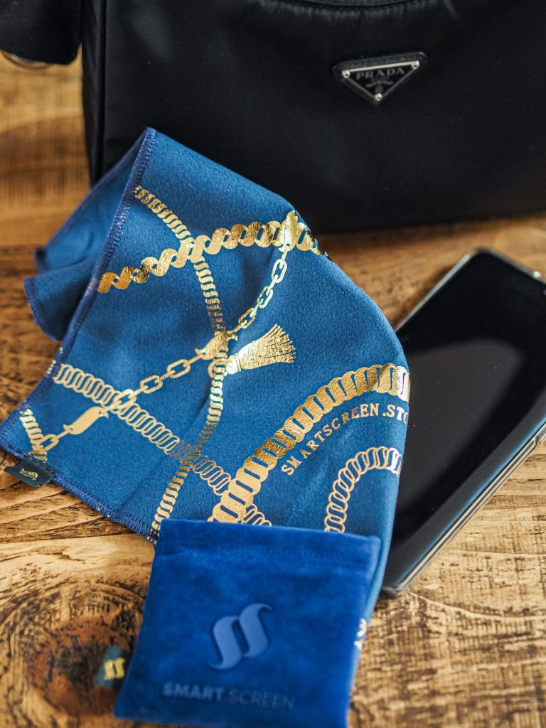 Laura Kate Lucas - Manchester Fashion, Lifestyle and Food Blogger | Smart Screen Gold Edition Microfibre Cloth